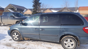 2006 dodge caravan 174 000km DVD player$3200 OBO