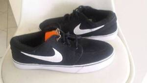 Brand new nikes casual shoes Craigmore Playford Area Preview