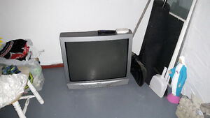 tv, tires, clothes... Cornwall Ontario image 6