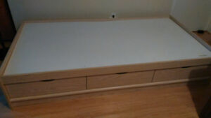 Single Bed with 3 Drawers Great Condition
