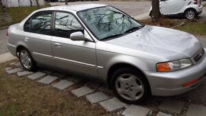 2000 Acura 1.6 EL Sedan (Honda Civic) - Want to sell this week