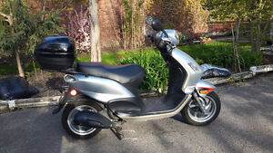 2010 Piaggio Fly 150 $1600 certified