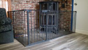 Clôture sécuritaire pour foyer intérieur