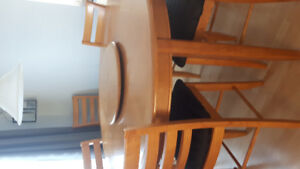 Large Round Oak Table with 6 chairs