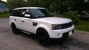 2011 Land Rover Range Rover HSE Luxury Entertainment Package