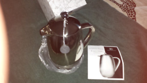 Epicure insulated fr.  Coffee press pot.  NEW!!
