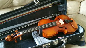 Well maintained Eastman 200 1/2 size Violin