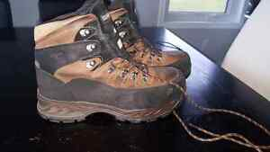 Men's steel toed waterproof boots size 10