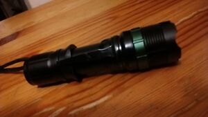 Tactical Zoomable XML T6 LED Military Flashlight Torch Light