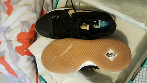 Kyri3 basketball shoes(size 6 youth)
