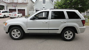 2007 - LIKE NEW Jeep Grand Cherokee (will take BEST OFFER)