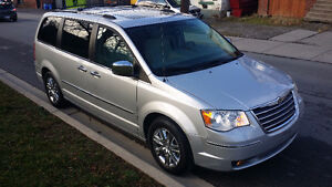 2010 Chrysler Town & Country Limited in pristine condition