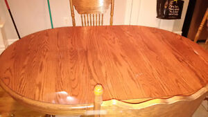 Used Oak solid wood dinning table with 6 chairs - Great deal! Kitchener / Waterloo Kitchener Area image 3