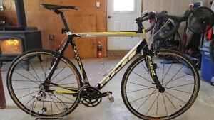 Fuji Full carbon fiber road bike