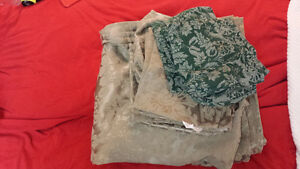 Lot Martha Stewart Living GREEN damask Table cloths / Napkins