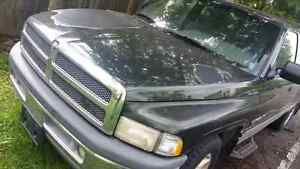1996 dodge ram 1500 with cap