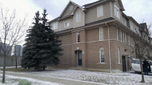 3 BR Townhouse for rent - Hurontario and Eglinton Square One