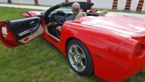 1999 chevy corvette convertible ,torch red,low klms