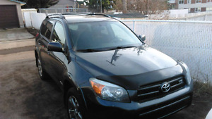 2008 rav 4 4x4 190k DVD player and ear phones and suroof