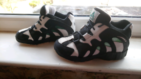 Boys LA Gear basketball trainers size 5 1/2 for sale  Whitefield, Manchester