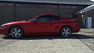 1997 Ford Mustang GT V8 10000$ et + investie Possibilité échange
