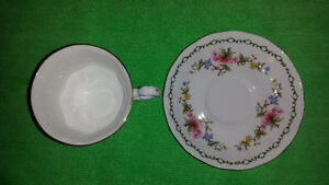 Royal Standard Bone China Cup & Saucer-Excellent Condition Cambridge Kitchener Area image 4