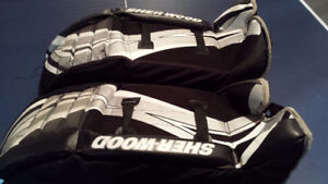 "Sherwood 28"" Street Hockey Goalie Pads"