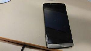 A vendre, téléphone LG3 pratiquement neuf avec vitre protectrice