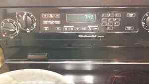 Cuisiniere kitchenaid 275.00$