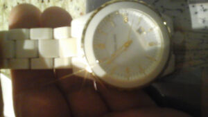 FOR SALE:  ! Micheal Kors Ladies Rose gold glamorous watch