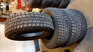 Excellent Bridgestone Blizzaks 235/65-16 Cambridge Kitchener Area image 1