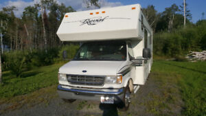 2001 Glendale 28 foot RV for sale, excellent condition.