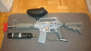 U.s. Army paintball gun with clip field kit.