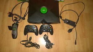 XBOX CONSOLE 8GB SOFTMODDED+7 jeux+accessoires+boîte original