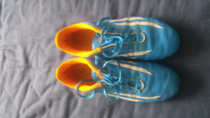 Youth Soccer shoes sz 5
