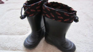 Boy's black rain boots with heat insulation size 8
