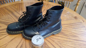 Doc martens Navy blue fits ladies 8