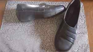 Clarks size 71/2 ladies comfort shoee