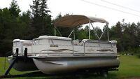 2005 Pontoon Boat (20 ft) with 90 HP 4 stroke Mercury