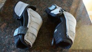 Hockey ITech Lite 220 Elbow Pads Size Jr Med