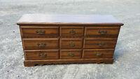 commode en bois, 9 tiroirs, couleur brune, pour 80$