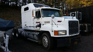 1999 Mack E7-427 CH613 Kawartha Lakes Peterborough Area image 1