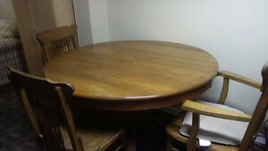 oak round dinning table with chairs