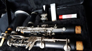 Clarinet (Armstrong) w/ hard case
