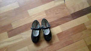 Pair of Girls Capezio tap shoes - Size 12  Good condition.