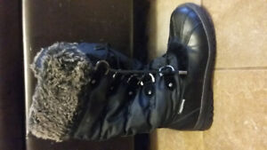 woman's winter boots 8