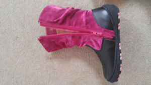 Boots size 8 or 10 brand new in box