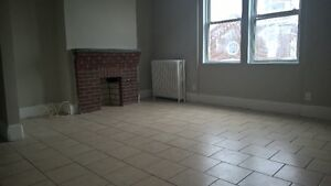 WOW $998.00 EXTRA LARGE 3 BEDROOM APPARTMENT