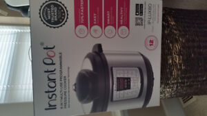 8 quart instant pot. Never been used. Still in box