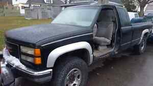 1998 gmc 2500 HD diesel  London Ontario image 6